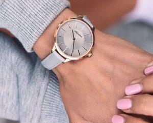 Kiedy warto grawerować zegarek. Na przykładzie zegarków Adriatica